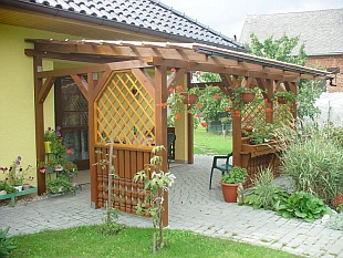 Přístavek k domu - pergola (WOOD-INTEX)